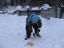 Как сделать детскую лопатку для снега?