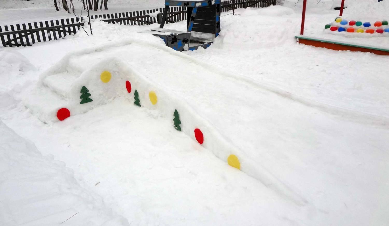 Как сделать горку из снега во дворе своими руками
