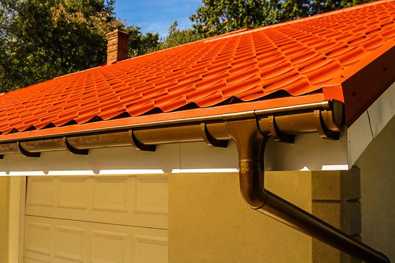 Как сделать систему сбора дождевой воды с крыши своими руками?