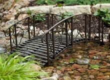 Использование декоративного моста на участке