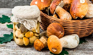 Маринованные белые грибы и подберёзовики: классический рецепт.