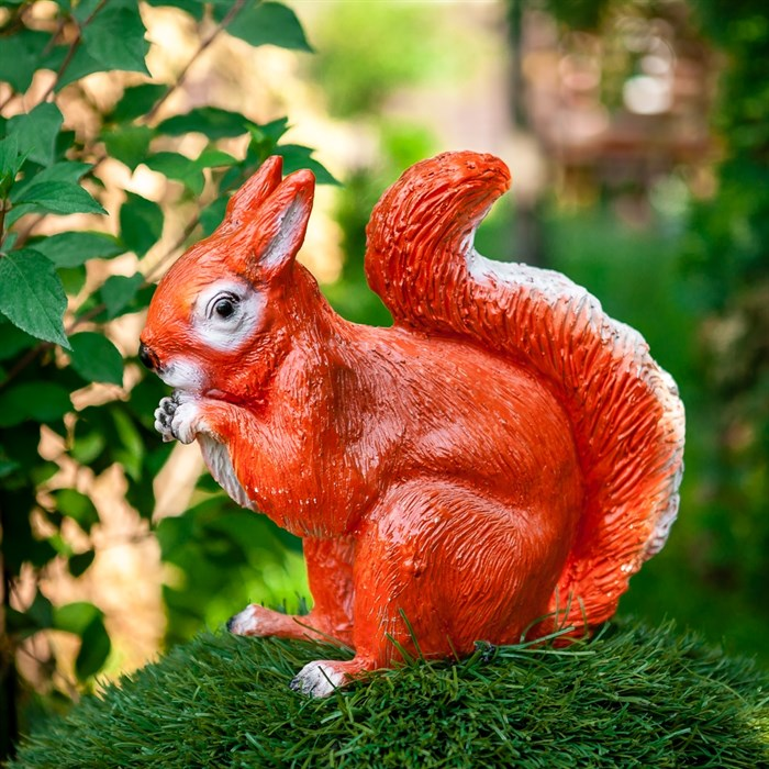 Фигура садовая Белка сидит 25см - фото 54422