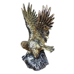 Садовая фигура Орел на камне