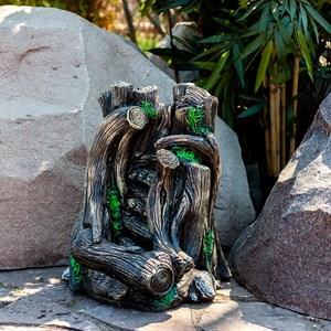 Фонтан деревья на камнях