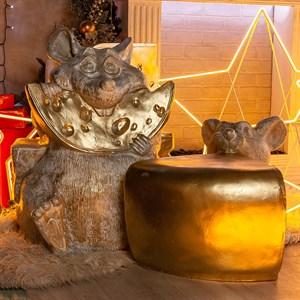 Фигура Мышонок с сыром бело-золотая
