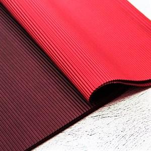 Бумага гофрированная в листах 50см х 66см красный/темно-красный