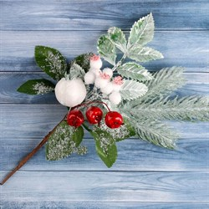Ветка декор Зимнее чудо ягоды, хвоя и зелень 26см