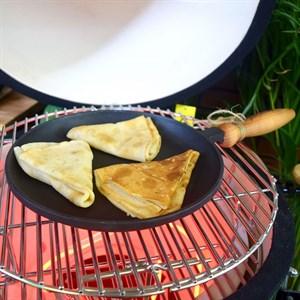 Сковорода блинная чугугнная с деревянной ручкой 240*25